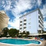 jesolo albergo piscina